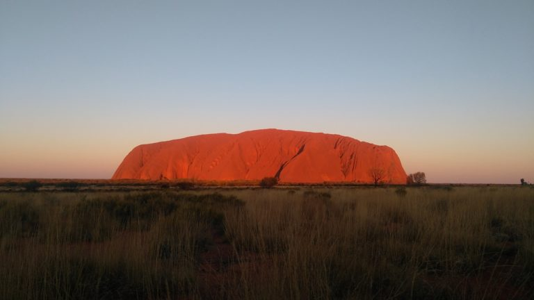 Besuche den Ayers Rock (Uluru) – Den heiligen Felsen Australiens